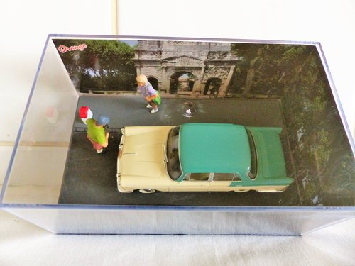 IXO/ALTAYA CASED 1:43 SCALE AUSTIN A55 IN DIORAMA For Sale (picture 4 of 6)