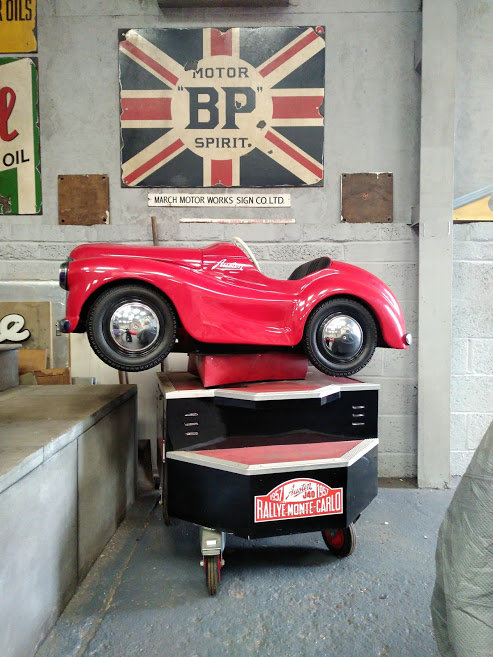 AUSTIN J40 PERIOD FAIRGROUND RIDE USED AT GOODWOOD REVIVAL For Sale (picture 1 of 6)