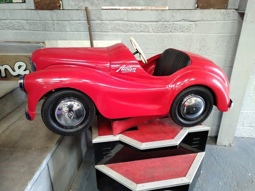 AUSTIN J40 PERIOD FAIRGROUND RIDE USED AT GOODWOOD REVIVAL For Sale (picture 2 of 6)