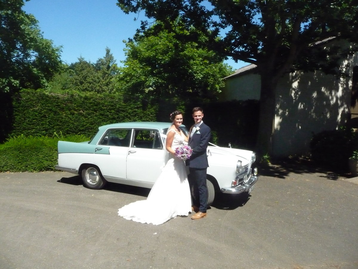 1959 CHAUFFEURED AUSTIN A55 CAMBRIDGE WEDDING CAR For Hire (picture 5 of 6)