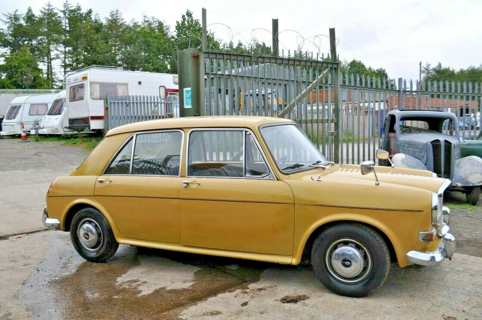 1972 AUSTIN 1300 PRINCESS VANDEN PLAS 2 FORMER KEEPERS LOW MILES  SOLD (picture 2 of 6)