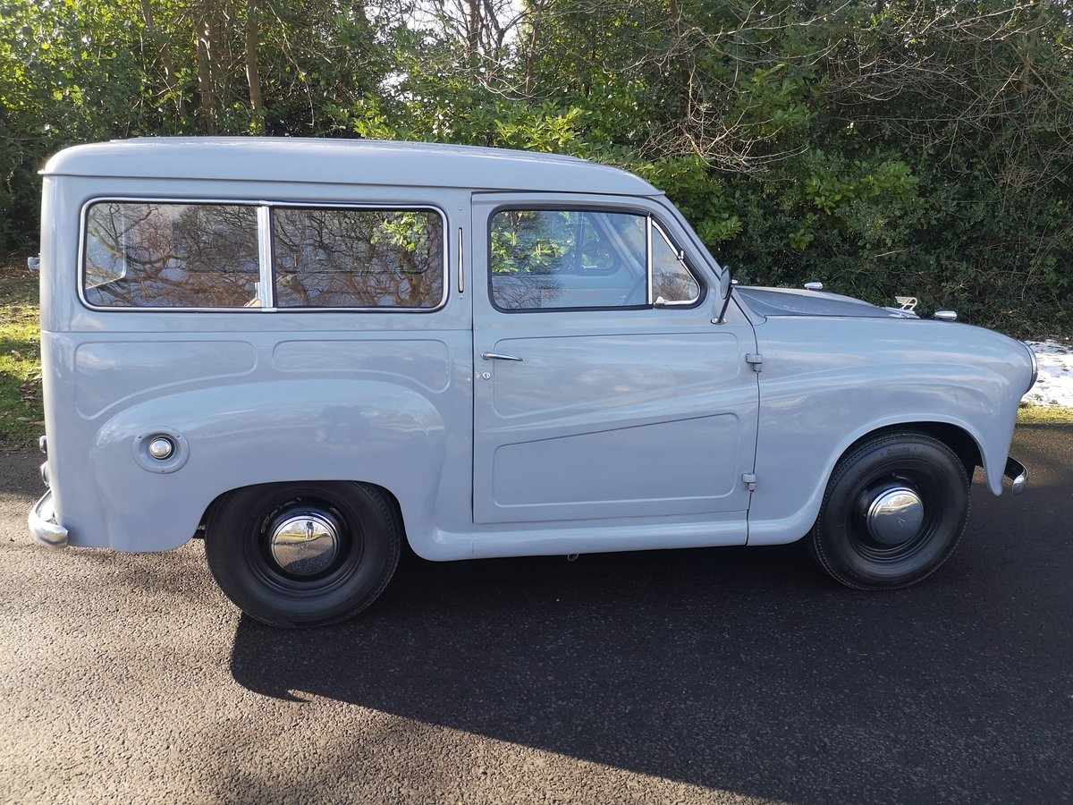 1956 AUSTIN A30 COUNTRYMAN.  RESTORED. LOW MILES.  For Sale (picture 2 of 6)