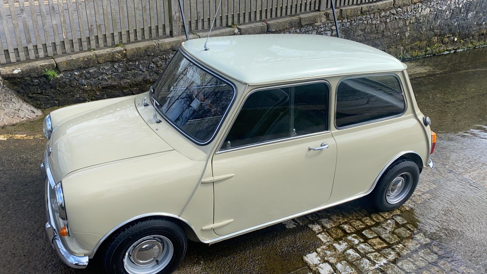 Gorgeous 1968 MkII Mini Cooper For Sale (picture 2 of 12)