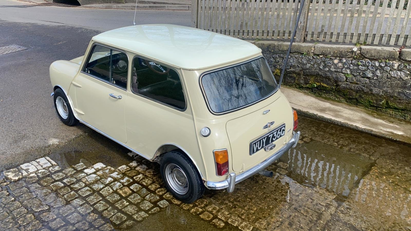 Gorgeous 1968 MkII Mini Cooper For Sale (picture 5 of 12)