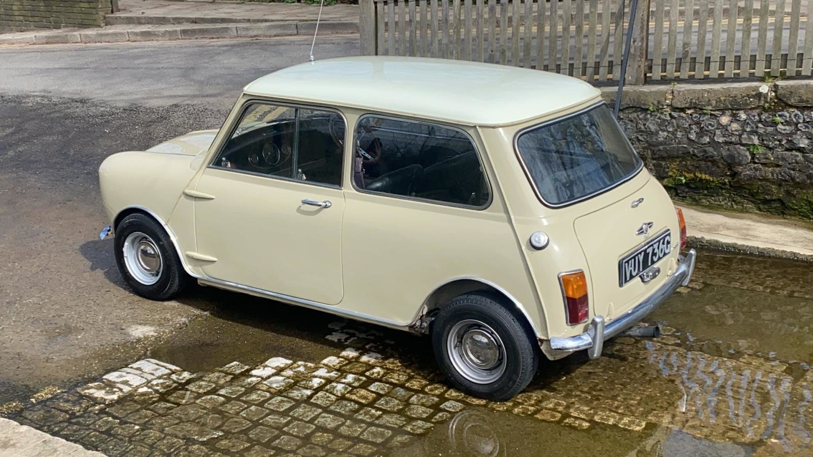 Gorgeous 1968 MkII Mini Cooper For Sale (picture 6 of 12)