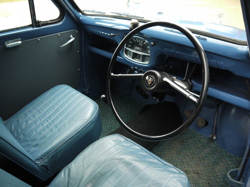 1961 AUSTIN A35 VAN - OUTSTANDING EARLY VAN WITH TRAFFICATORS !! SOLD (picture 3 of 6)