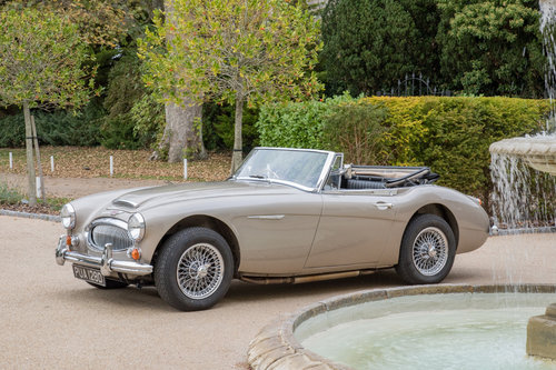 1966 Austin Healey 3000 MkIII BJ8 Phase II | Metallic Healey Gold SOLD (picture 3 of 6)