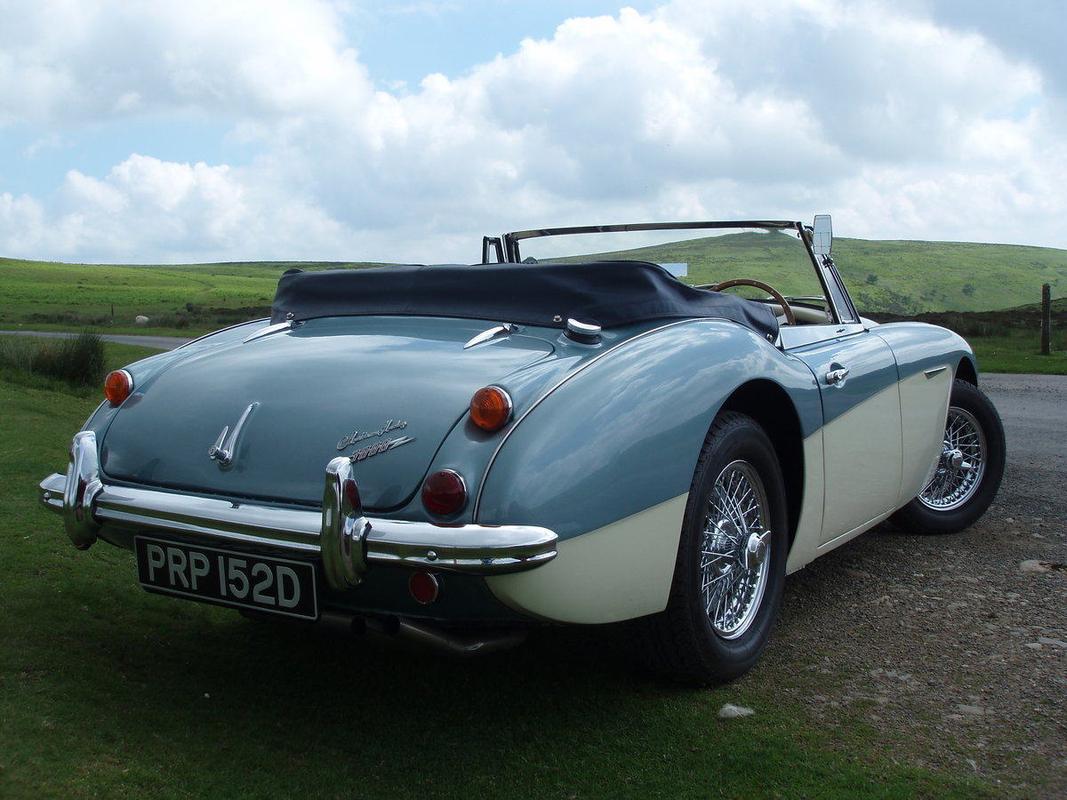 1966 AUSTIN HEALEY BJ8 SOLD (picture 2 of 5)