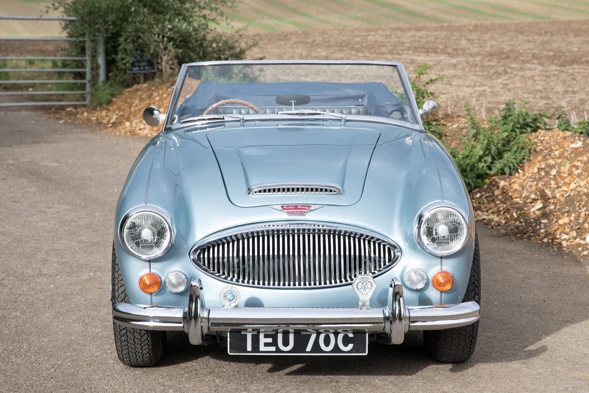 1965 Austin Healey 3000 MkIII Phase II Healey Blue & Ivory SOLD (picture 2 of 6)