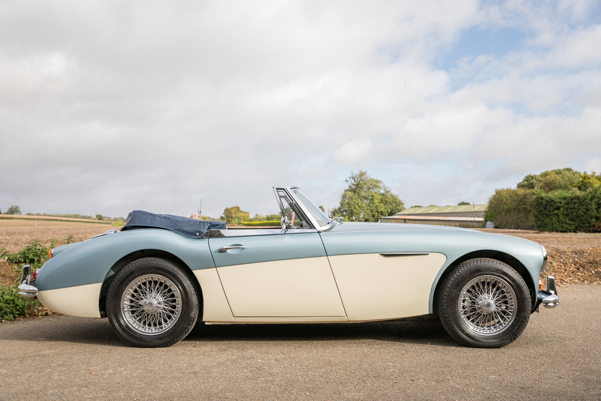 1965 Austin Healey 3000 MkIII Phase II Healey Blue & Ivory SOLD (picture 3 of 6)