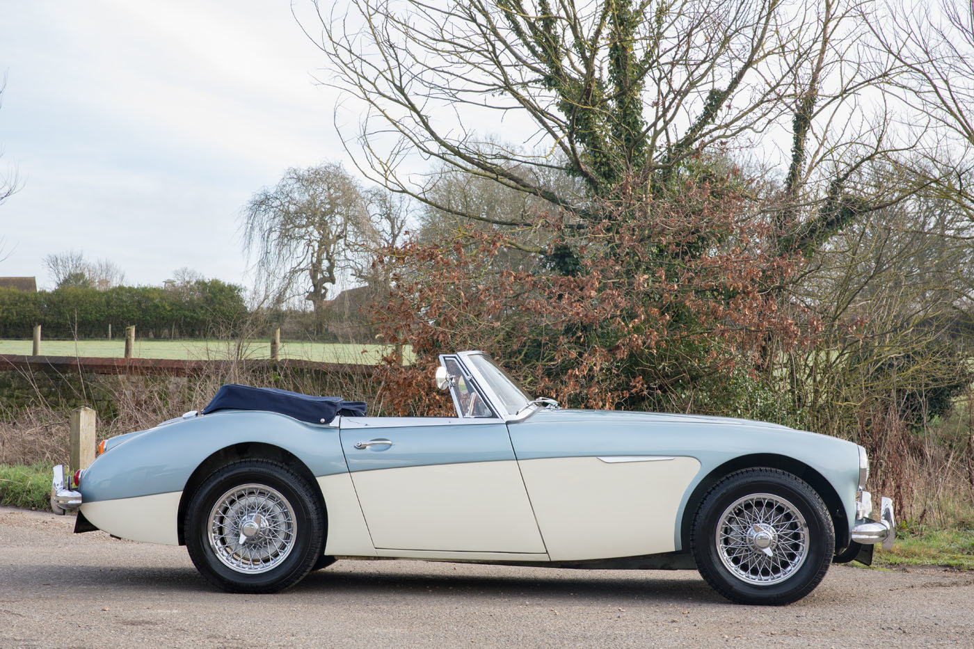 1966 Austin Healey 3000 MkIII Healey Blue & Ivory Duotone SOLD (picture 2 of 6)
