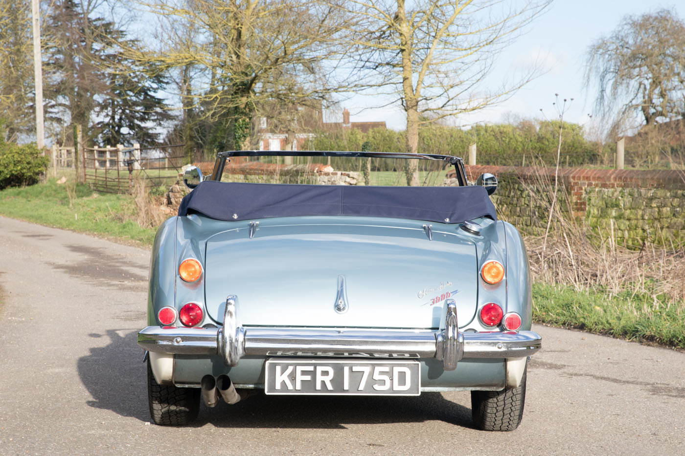 1966 Austin Healey 3000 MkIII Healey Blue & Ivory Duotone SOLD (picture 4 of 6)