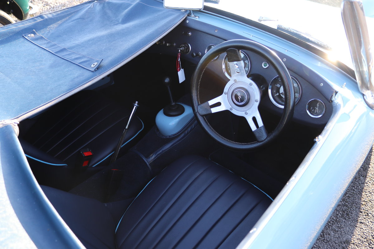 1959 Frogeye Sprite in Speedwell blue to show standard For Sale (picture 5 of 6)