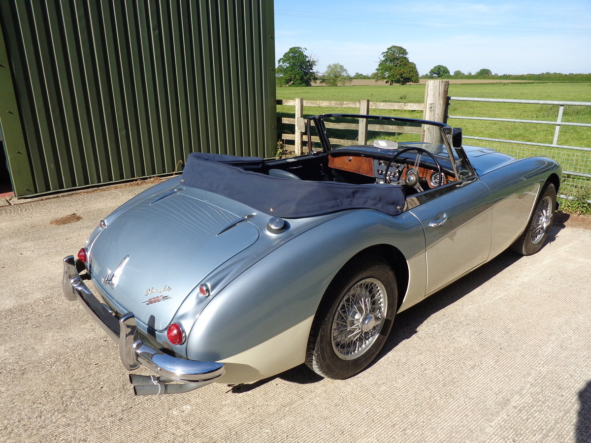 1965 AUSTIN HEALEY 3000 MK 3 PH2 - A NICELY MELLOWED RESTORATION  For Sale (picture 2 of 6)