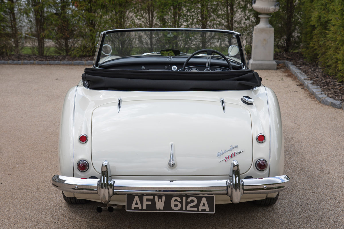 1963 Austin Healey 3000 MkIIA BJ7 | Ivory White, RHD For Sale (picture 3 of 6)