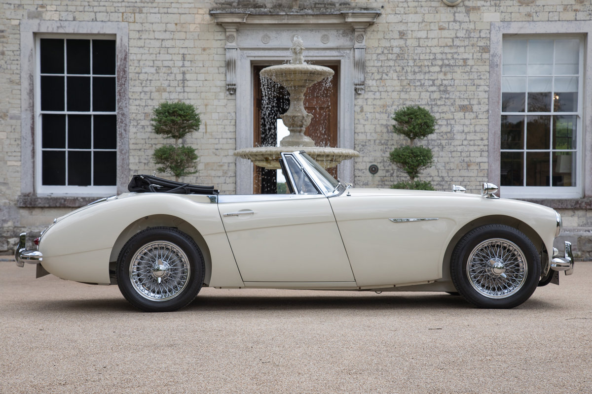 1963 Austin Healey 3000 MkIIA BJ7 | Ivory White, RHD For Sale (picture 4 of 6)