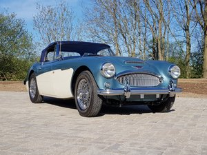 Austin Healey 3000 Mark 3 convertible BJ8 (RESTORED)