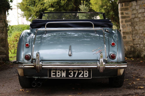 1964 Austin Healey 3000 MKIII BJ8 | Healey Blue and Ivory SOLD (picture 4 of 6)
