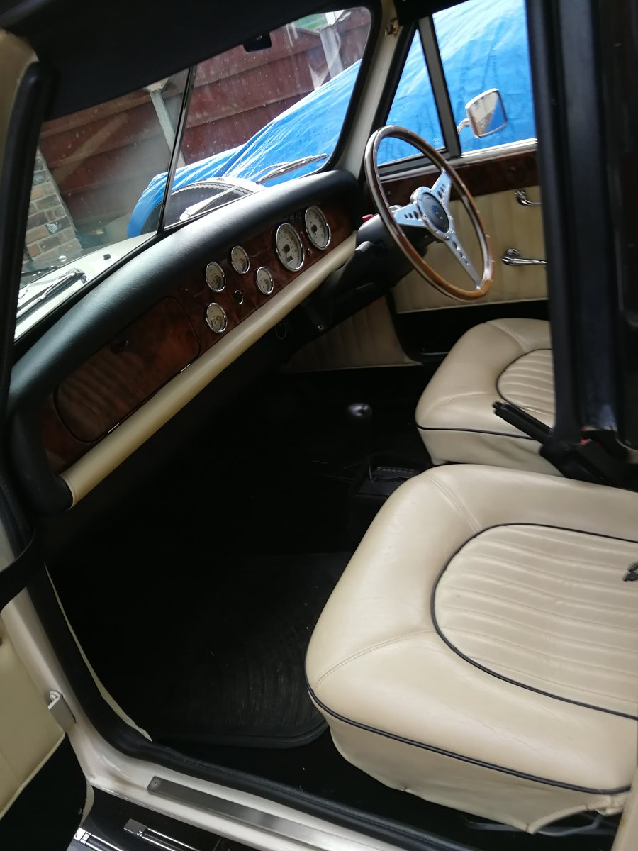 2009 Beauford 4 Door For Sale (picture 4 of 6)