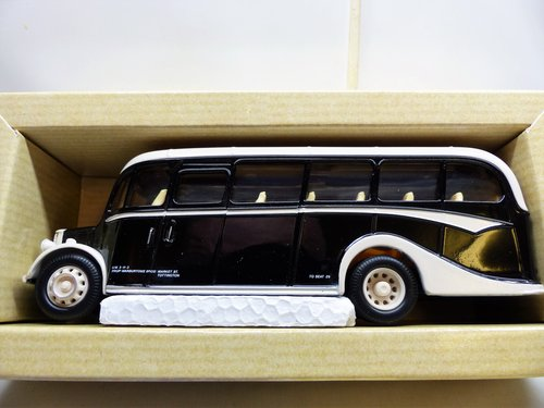 CORGI BEDFORD OB COACH, WARBURTONS OF BURY For Sale (picture 2 of 6)