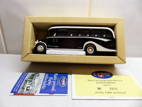 CORGI BEDFORD OB COACH, WARBURTONS OF BURY For Sale (picture 3 of 6)