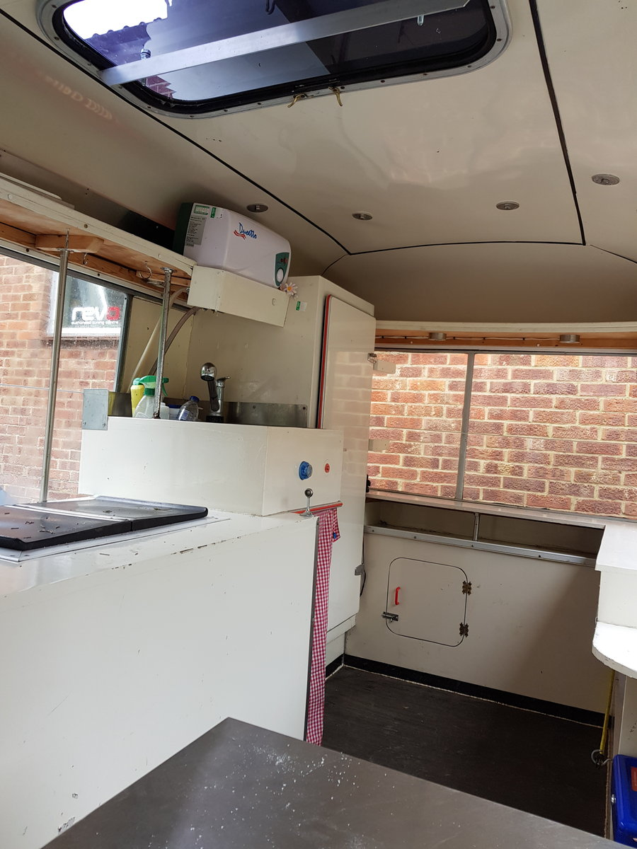 1971 Beautiful Vintage Ice Cream Van For Sale (picture 3 of 6)