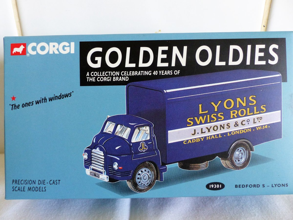 2 bedford s vans, lyons swiss rolls,.spratts For Sale (picture 1 of 6)