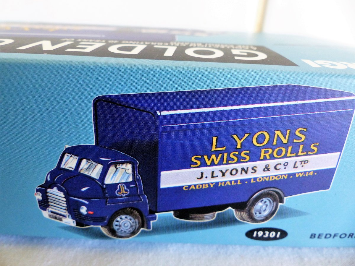 2 bedford s vans, lyons swiss rolls,.spratts For Sale (picture 3 of 6)