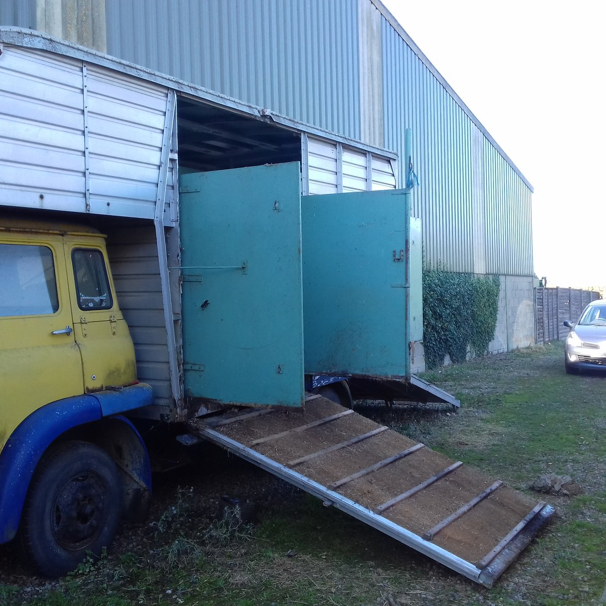 1972 Bedford TK 570 Horsebox ***DEPOSIT TAKEN*** For Sale (picture 3 of 6)