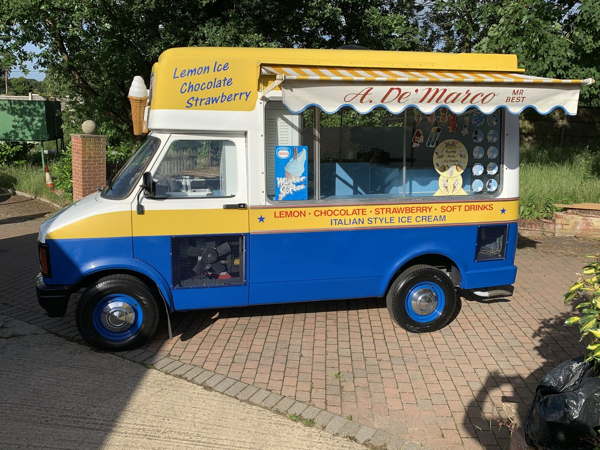 1984 Lovely classic ice cream van For Sale (picture 1 of 6)
