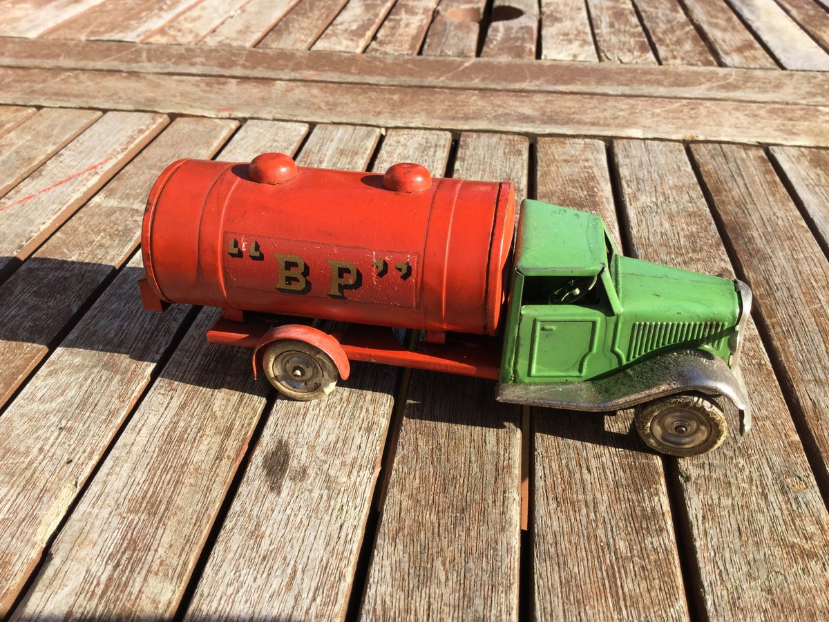 Tri-ang minic clockwork tanker For Sale (picture 2 of 5)