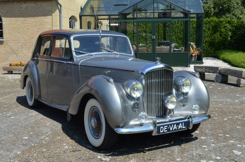 1954 Bentley R-Type standard saloon For Sale (picture 1 of 6)