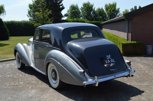 1954 Bentley R-Type standard saloon For Sale (picture 3 of 6)