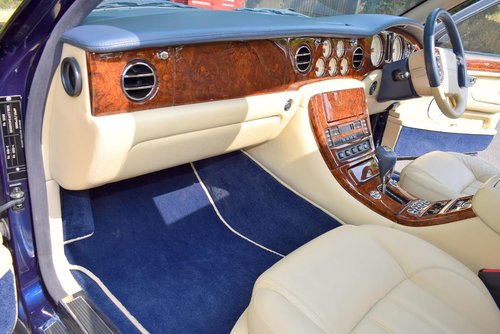 2004/04 Bentley Arnage R in Peacock Blue For Sale (picture 2 of 6)