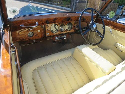 1950 Bentley MK VI Drophead By Abbott of  Farnham For Sale (picture 6 of 6)