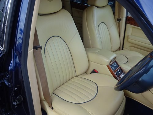 2000 BENTLEY ARNAGE RED LABEL - ONLY 43,000 MILES SOLD (picture 4 of 6)
