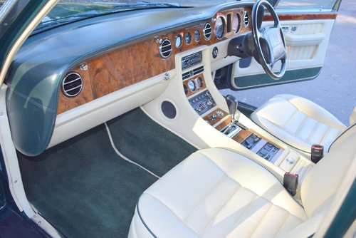 1995 M Bentley Turbo R MK III in Racing Green For Sale (picture 2 of 6)