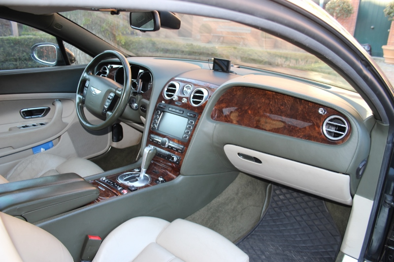 Elegant LHD Bentley Continental Coupe from 2004 For Sale (picture 4 of 6)