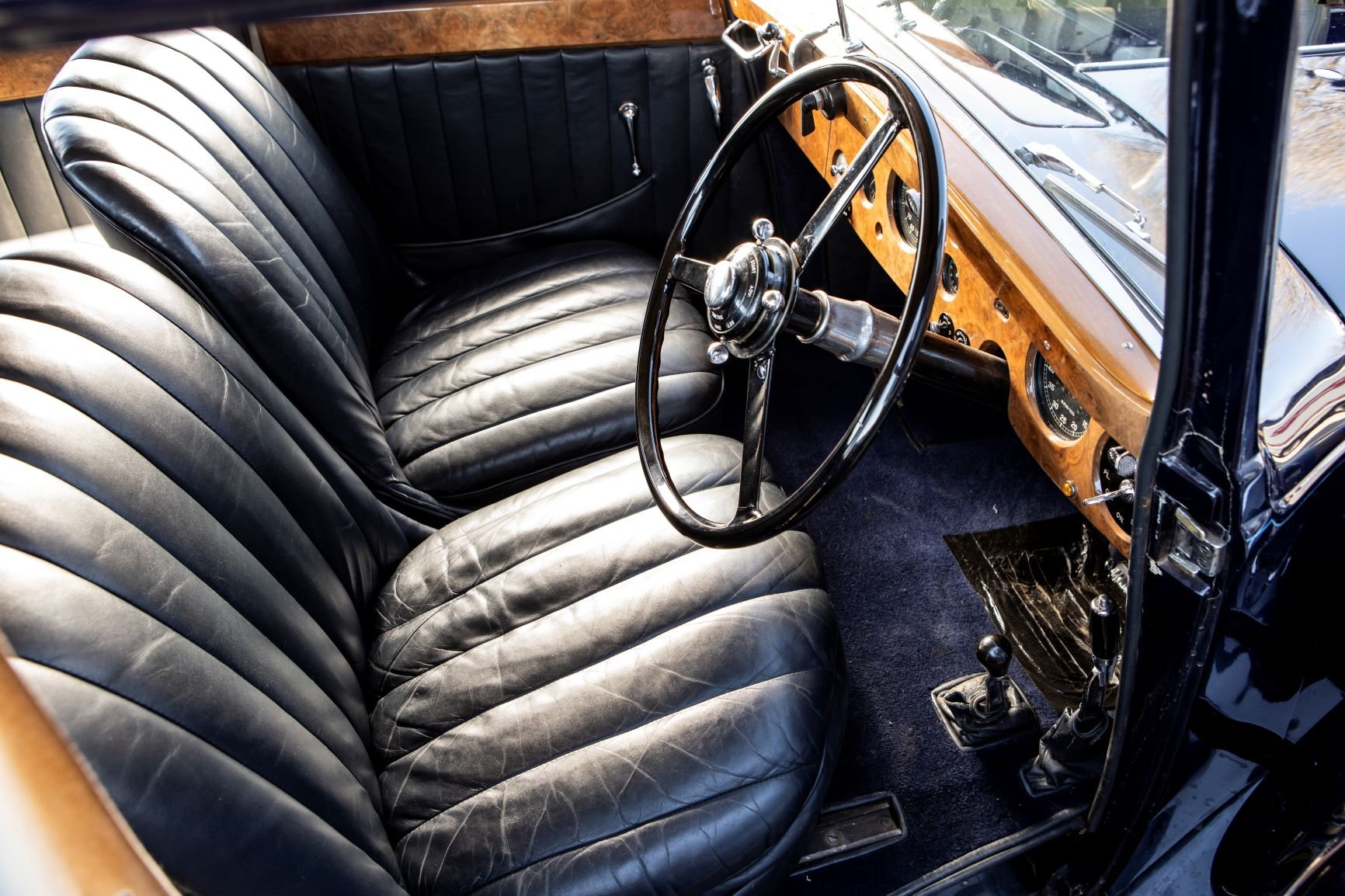 1939 Bentley 4¼-Litre Sports Saloon by Park Ward For Sale (picture 4 of 6)