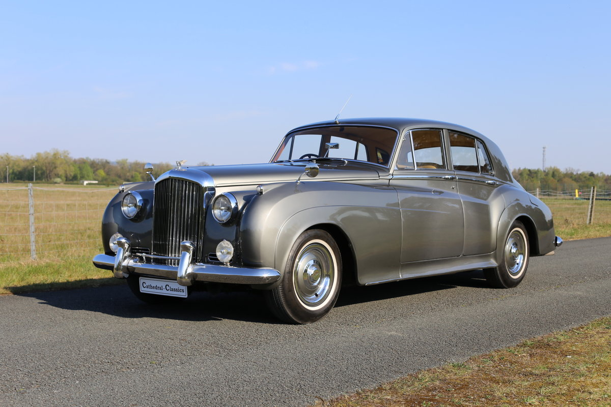 A majestic fully restored 1958 Bentley S1 SOLD (picture 5 of 6)