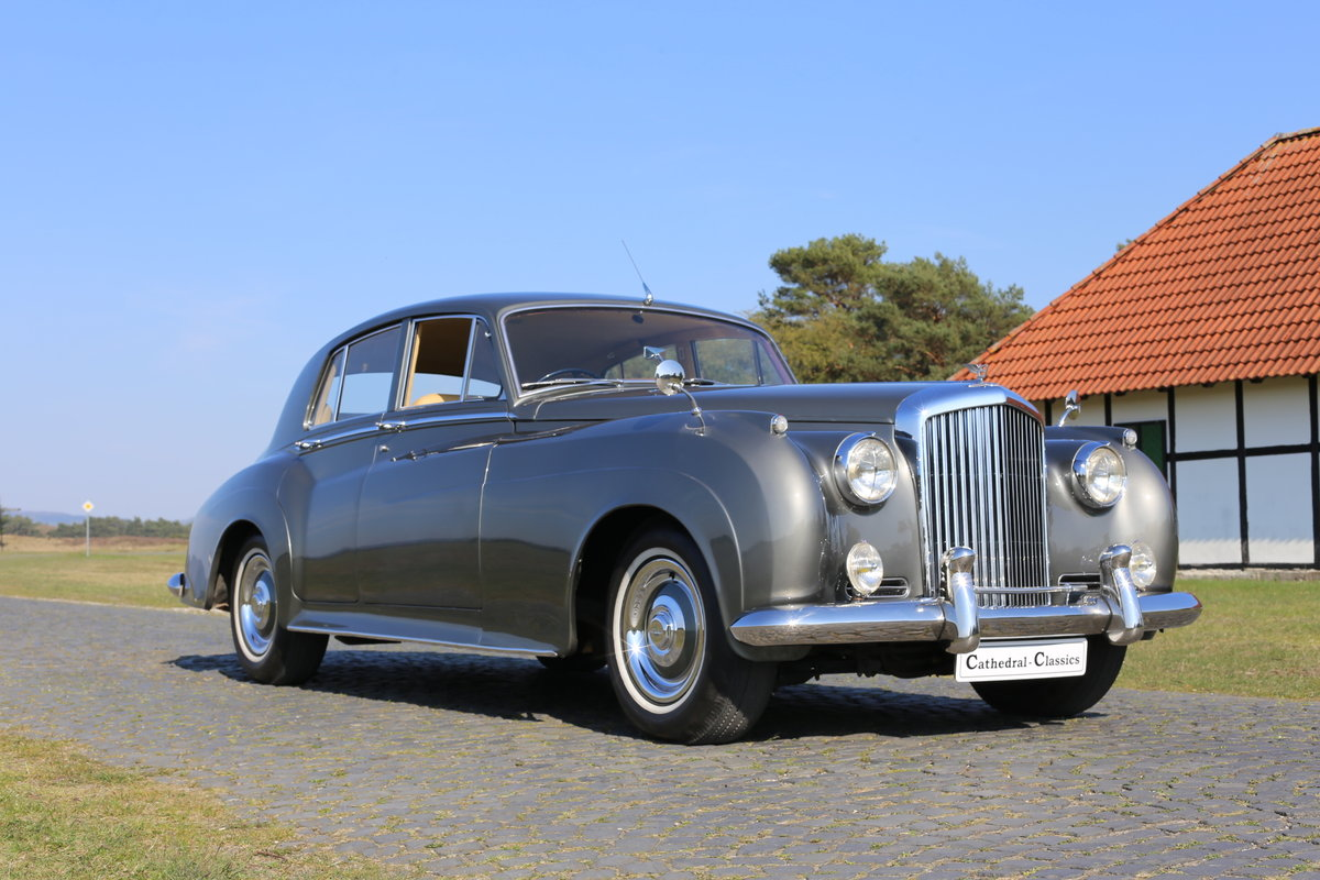 A majestic fully restored 1958 Bentley S1 SOLD (picture 1 of 6)
