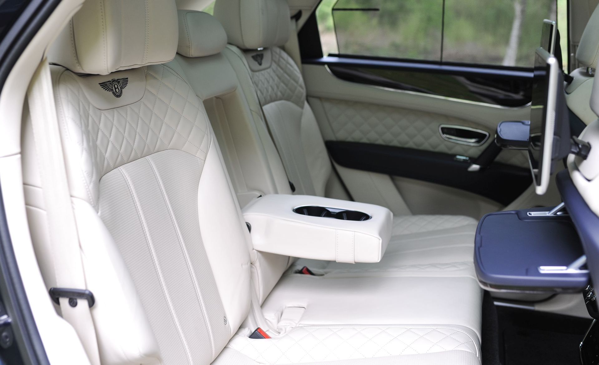 2016 Bentley Bentayga W12 Auto - Enormous Spec! SOLD (picture 6 of 6)