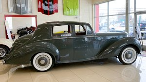1953 Bentley R53 Sedan = Rare + RHD Grey(~)Red $39.9k