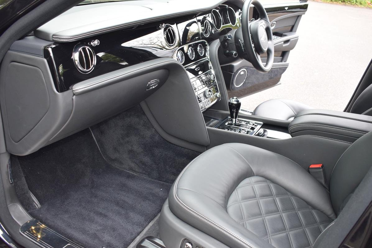 2014/14 Bentley Mulsanne Mulliner in Onyx For Sale (picture 2 of 6)