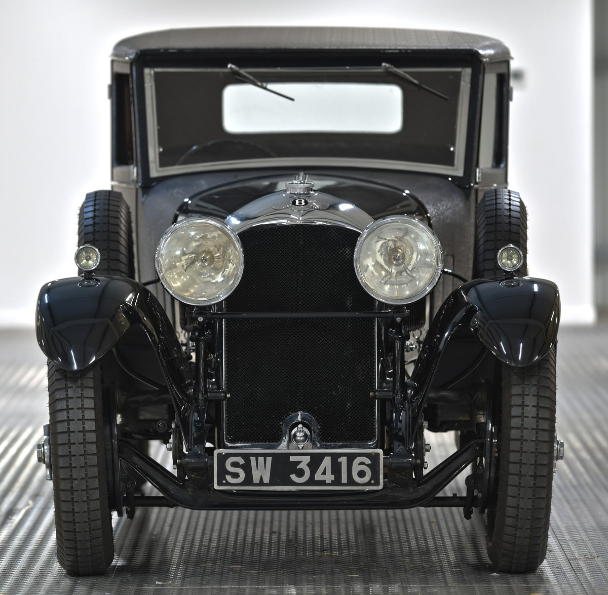1929 4 1/2 Litre H.J. Mulliner Weymann Saloon For Sale (picture 2 of 6)