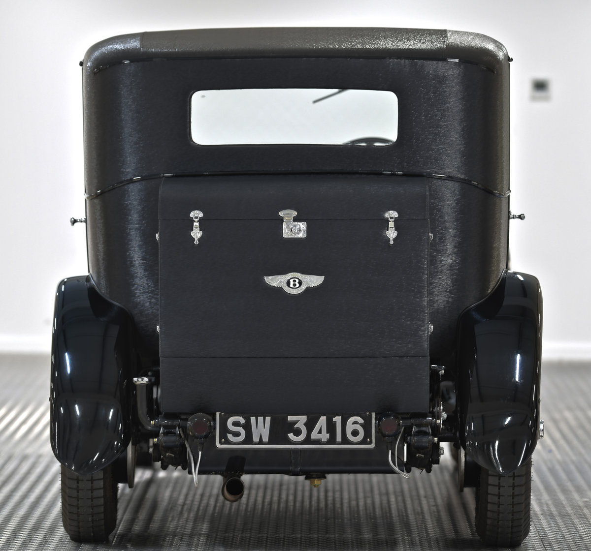 1929 4 1/2 Litre H.J. Mulliner Weymann Saloon For Sale (picture 5 of 6)