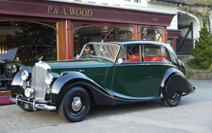 Bentley MKVI Special Saloon 1949 by H.J. Mulliner For Sale (picture 1 of 4)