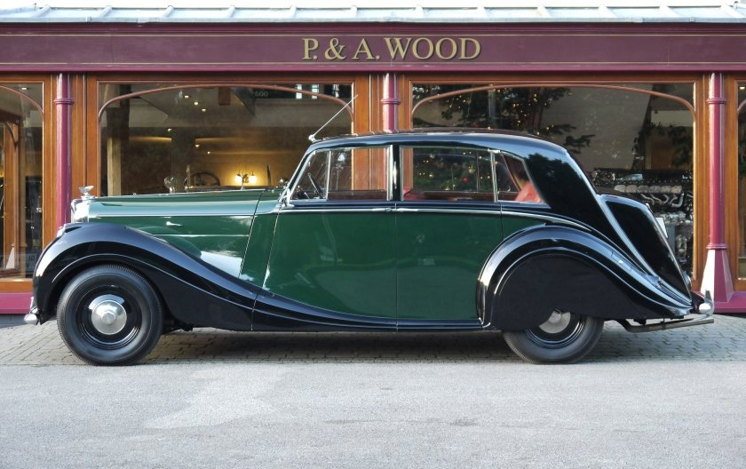 Bentley MKVI Special Saloon 1949 by H.J. Mulliner For Sale (picture 2 of 4)
