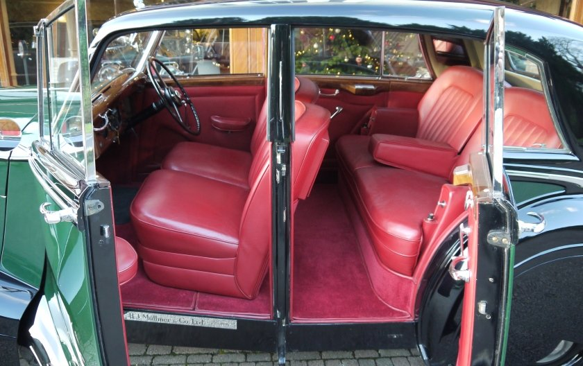 Bentley MKVI Special Saloon 1949 by H.J. Mulliner For Sale (picture 3 of 4)