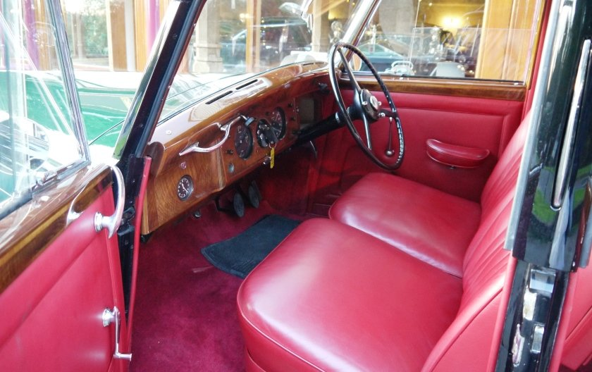 Bentley MKVI Special Saloon 1949 by H.J. Mulliner For Sale (picture 4 of 4)